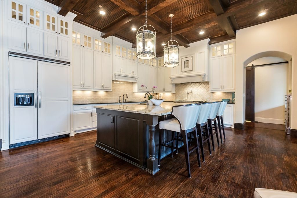 Black or White - Dramatic Kitchen Color Schemes