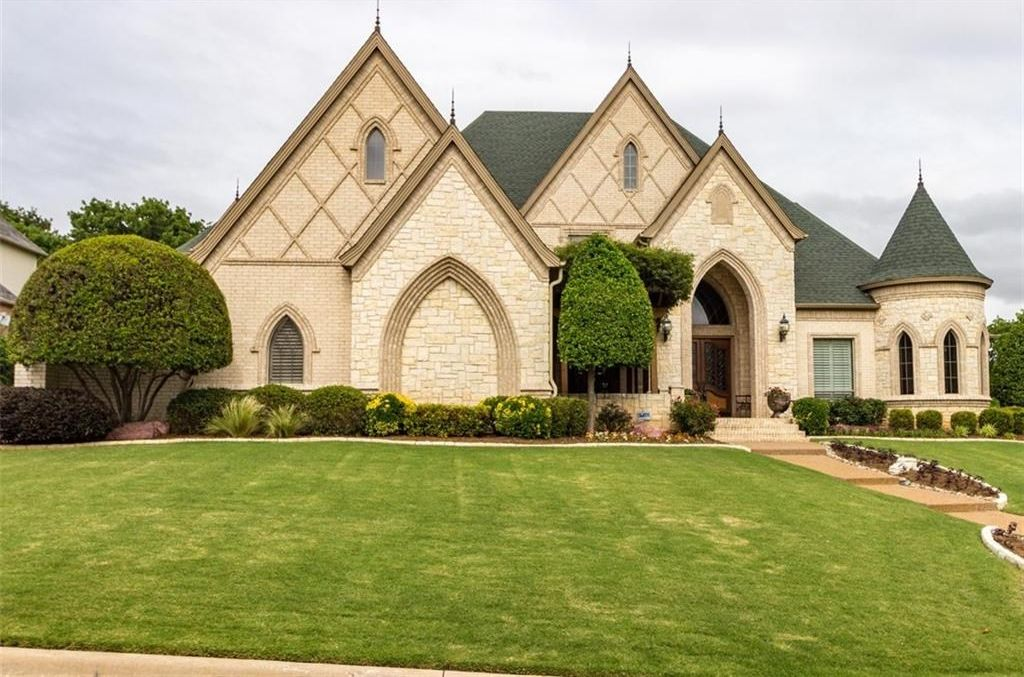 Building a Lovely Custom Home Within Your Budget